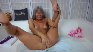Fitness granny cums hard