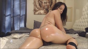 Raven oiled angel Assondra rides in reverse cowgirl pose